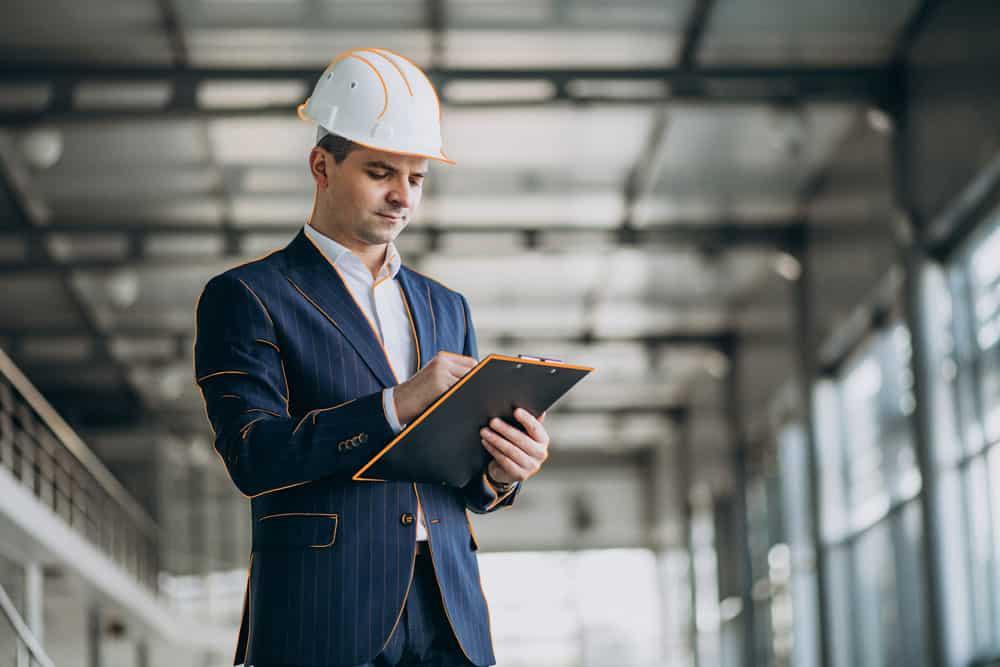 Inspector durante una inspección de trabajo a una empresa.