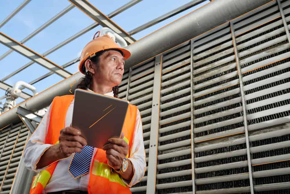 inspector de trabajo en una empresa de construcción