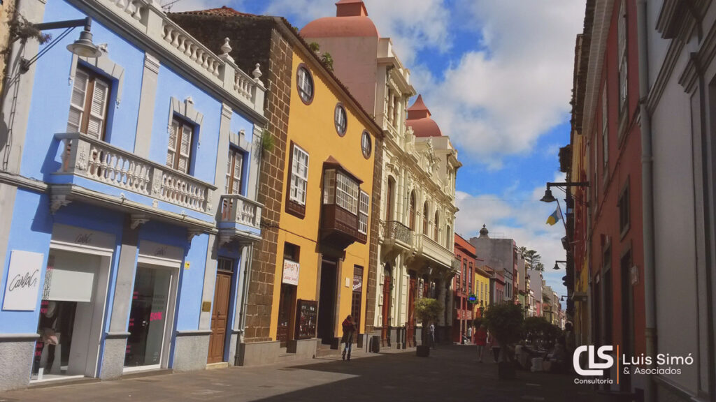 Vista de la calle Herradores, de camino a nuestra asesoría fiscal en La Laguna