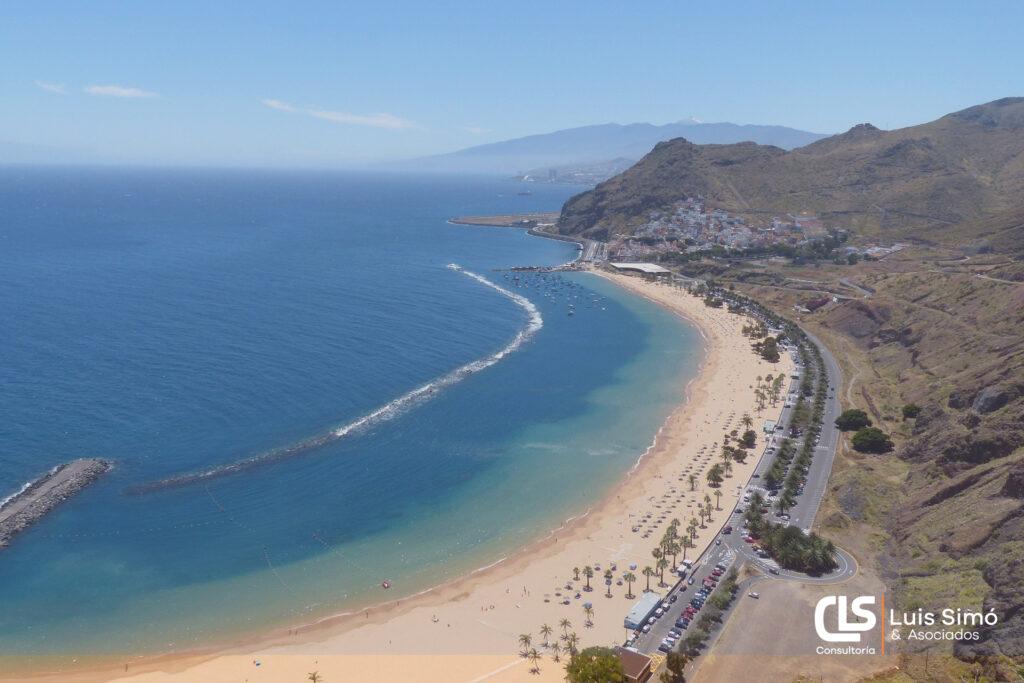 Vistas de la playa de las Teresitas desde nuestra asesoría laboral en Santa Cruz de Tenerife
